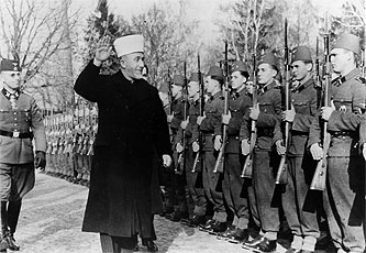 Al-Husseini inspects Waffen SS