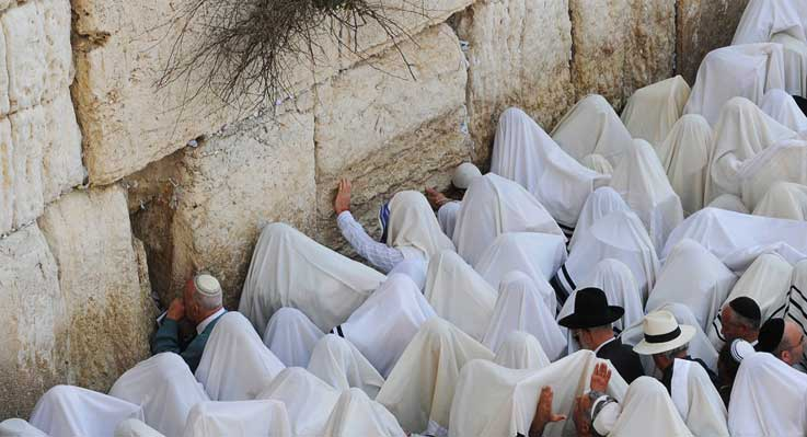 The Kotel at Passover - Photo by Ouria Tadmor