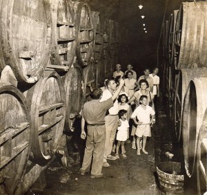 Tour_of_Zichron_Yaakov_winery_-_Israel_-_1945