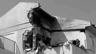 House destroyed in Sderot - Photo by Noam Bedein