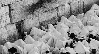 Passover at the Kotel - Photo by Ouria Tadmor